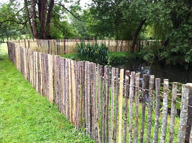 Photos et exemples de cl tures ganivelle bois for Cloture chataignier en rouleau ganivelle